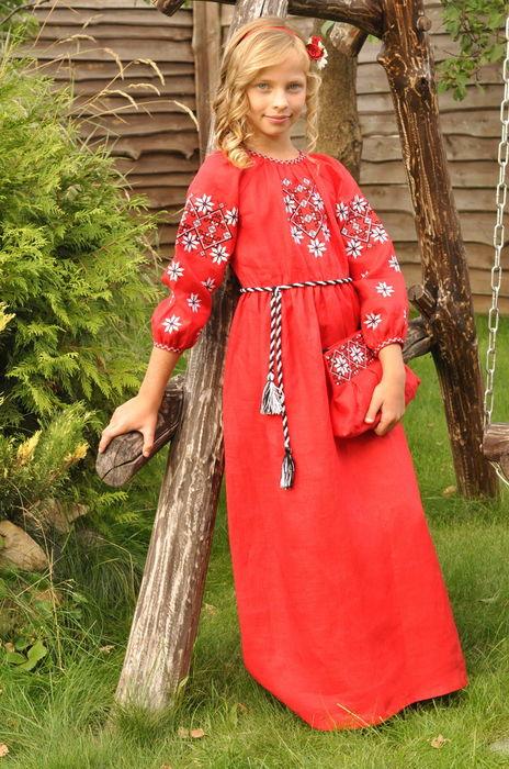Детское красное платье с уникальным вышитым орнаментом  (ДП10-261)