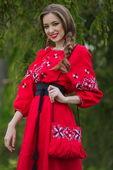 Экспрессивное красное длинное платье в украинском стиле (П16-261)