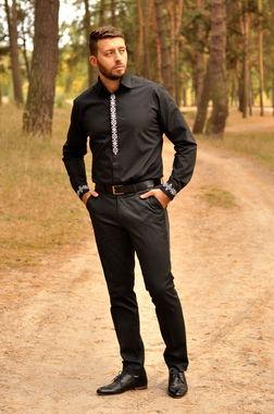 Элегантная черная рубашка с лаконичной вышивкой  (МК12-121)