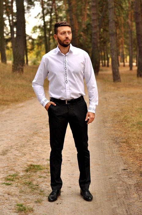Классическая белая рубашка, украшенная изящным узором (МК12-111)
