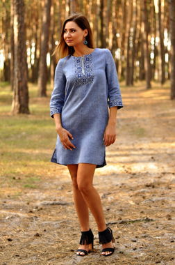 Легка літня сукня з вишивкою в стилі кежуал (П07 / 19-273)