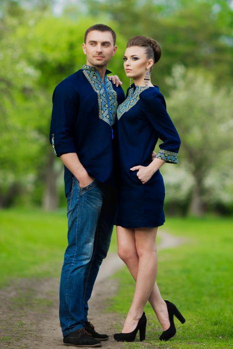 Гармоничный комплект: мужская рубашка и женское платье с одинаковым вышитым узором (модель М18/1-295 и П07/18-295)
