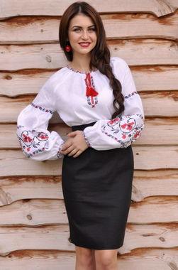 Нарядная вышиванка, расшитая красными маками (Ж14-212)