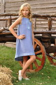 Необычное платье для девочки с нежной вышивкой (ДП03-273)