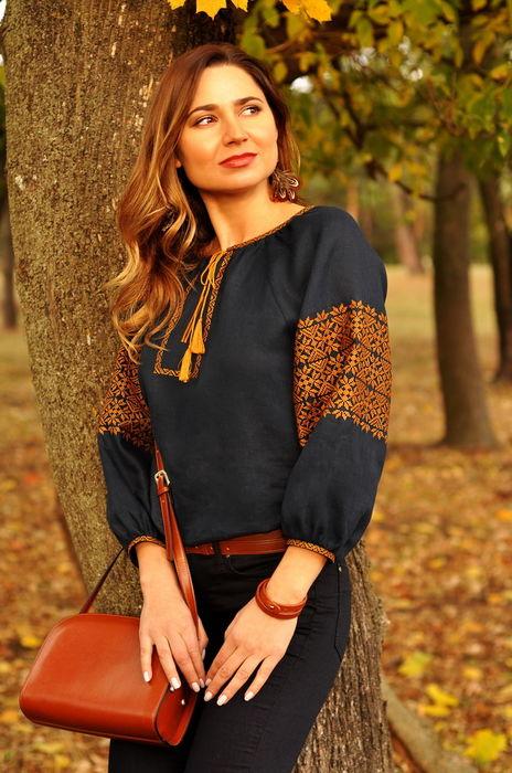 Неповторимая женская вышиванка с бронзовым орнаментом (Ж16/7-299)