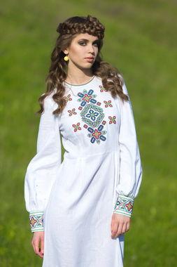 Невероятно женственное платье с колоритной полихромной вышивкой (П20-21)