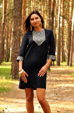 Лаконичное синее платье-мини с вышивкой (П07/18-295)
