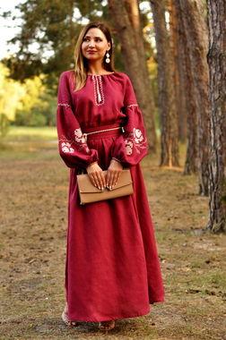 Вышитое макси-платье благородного бордового оттенка (П24-266)