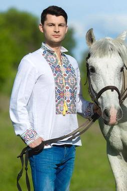 Яркая мужская рубашка-вышиванка с гербом Украины (М20-21)