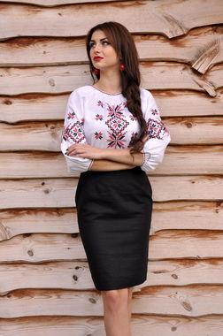 Женская вышитая рубашка в традиционных тонах  (Ж06/2-212)