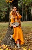 Женственное платье горчичного оттенка со светлой-серой вышивкой (П16/8-251)